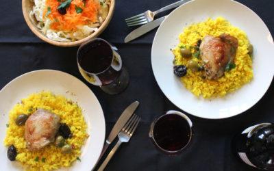 Κοτόπουλο μπούτι με δαμάσκηνα και πράσινες ελιές