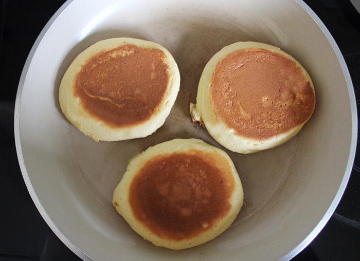 σουφλέ pancakes στο τηγάνι 3